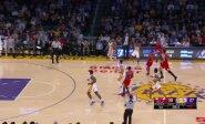 Priblokš ir skeptikus: įspūdingiausi NBA sezono metimai su sirena