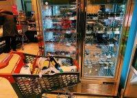 Elitui skirta parduotuvė Kijeve: ikrų šaldytuvas, austrių akvariumas ir merginos, ieškančios turtingų vyrų