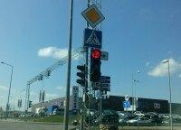 Nurodė: žalias rodykles į dešinę reikia naikinti, nes vairuotojai pamiršo taisykles