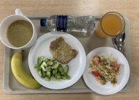 Per pietų pertrauką apsilankė karių valgykloje Rukloje: tokio maisto gauti nesitikėjo