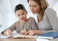 Nepasiduokite vaikų spaudimui: štai kas nutinka, kai namų darbus ima ruošti tėvai