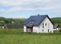 Ant moters namo stogo užsiliepsnojo saulės elektrinė: nori įspėti kitus nedaryti klaidų