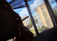 Pasaulio mokslininkai skirtingose stovyklose: COVID-19 pavojingesnis rūkantiems asmenims, ar ne?