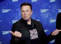 """""""Tesla"""" nebeleis atsiskaityti už elektromobilius bitkoinais"""