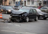 """Pričiupo """"gudragalvį"""": avariją padarė be draudimo, policijai atvykus – draudimą jau turėjo"""