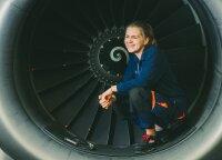 Įrodė, kad lėktuvus taisyti gali ne tik vyrai: čia nėra darbų, kurie man būtų sudėtingi