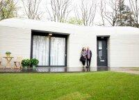 Ši pora – pirmoji pasaulyje, kuri ryžosi apsigyventi tokiame būste: namas išdygo per 5 dienas