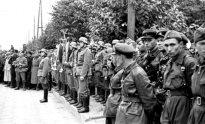 Raudonosios armijos  ir vokiečių vermachto kariai Breste bendrame parade. 1939 m. rugsėjo 22 d.