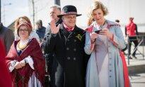 Lietuvos žmonių rankomis pagaminti trispalviai papuošalai nutūps ant Dainų šventės dalyvių širdžių