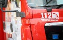 Šventojoje poilsio namuose remontininkai sukėlė gaisrą: sprogo langai, sudegė lovos