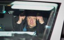 Girtas prie vairo sėdęs ir kieme automobilius daužęs prokuratūros darbuotojas sulaukė atpildo