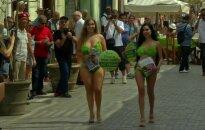 Salotų lapais prisidengusios aktyvistės Kuboje kursto veganų revoliuciją