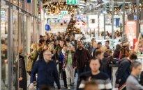 Baisisi žmonių gausa prekybos centruose: svarbiausia aplėkti kuo daugiau parduotuvių