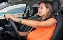 Siūloma daugiau patogumų nėščiosioms vairuotojoms
