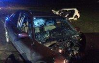 Klaipėdos rajone avarija: automobilio nuolaužos prispaudė moterį, trys žmonės ligoninėje