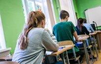 """<span style=""""color: #ff0000;""""><strong>Vyriausybės planas</strong></span>: keisis mokslo metų trukmė, planuojamas papildomas egzaminas"""