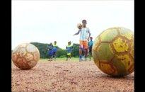 """Futbolininkas iš lūšnyno: vunderkindas iš Indijos pakviestas treniruotis """"Bayern"""" klube"""