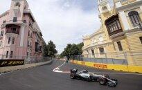 Pirmose treniruotėse Baku – L. Hamiltono greitis