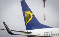 """""""Ryanair"""" nusitaikė į šeimas: brangins bilietus skrendantiems su mažais vaikais"""