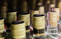 Verslininkai sutinka, kad alkoholis būtų parduodamas iš po prekystalio