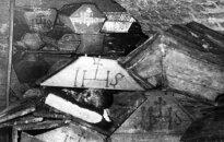 Mumijos Vilniaus Šventosios Dvasios bažnyčios kriptoje (1960 m. archyvo nuotr.)
