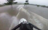 Australai po potvynių išbandė greitaeigius katerius neįprastose vietose