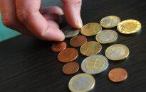 Nesutaria dėl dirbančiųjų mokamo mokesčio: naikinti ar dar didinti