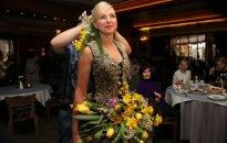 Floristas M. Vasiliauskas sukūrė suknelę iš kačiukų