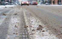 Šeštadienio rytą – įspėjimas vairuotojams: keliai labai slidūs