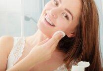 Kaip tinkamai rūpintis riebia oda, kad neliktų spuogelių