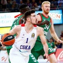Nando De Colo (CSKA) veržiasi prie Baskonia krepšio