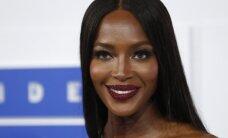Naomi Campbell krūtų spenelius atvėrė jos nedėkinga suknelė