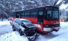 Nemenčinės pl. susidūrė 5 lengvieji automobiliai, miškovežis ir autobusas