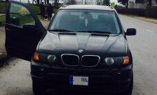 Reido metu policijai įkliuvo girta dainininkė, vairavusi BMW