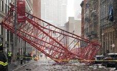 Niujorko centre nuvirto kranas, yra žuvusių ir sužeistų