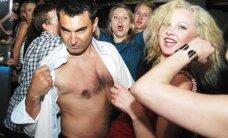 """""""Klubo ant ratų"""" vakarėlį surengęs R.Bubelis pasikvietė ir nuogakrūčių damų"""