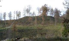 Rietavo miškų urėdijos rekonstruotas Lopaičių piliakalnis (E. Bunkos nuotr.)