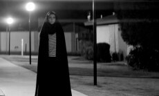 Kadras iš filmo A Girl Walks Home Alone at Night