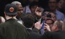 Charlesas Oakley areštuojamas arenoje