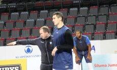 """""""Neptūnas"""" bandys įkasti tituluotai """"Olympiacos"""" komandai"""