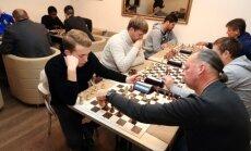 Trakų futbolininkai žaidžia šachmatais