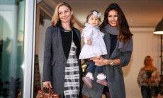 Viktorija Macijauskienė su dukrele ir bičiule