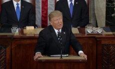 Kongreso nariai plojo atsistoję, kai D. Trumpas ištarė SEAL kario vardą
