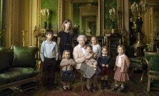 Karalienės Elizabeth oficiali fotosesija su proanūkiais