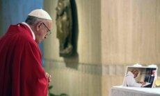 Popiežius Pranciškus laikė mišias už nužudytą prancūzą kunigą Jacques Hamelį