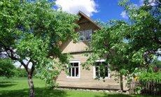 "Jaunos šeimos sodyba: baltos grindys ir obelų sodas <span style=""color: #ff0000;"">FOTO</span>"