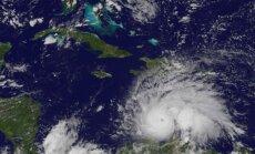 Žmonės ruošiasi artėjančiam uraganui Matthew