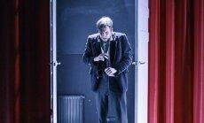 Scena iš spektaklio Apsėdimas
