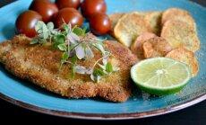 Traškūs žuvies kepsneliai su bulvių griežinėliais