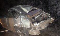 Jonavos rajone karys nesuvaldė BMW: automobilis kelis kartus vertėsi